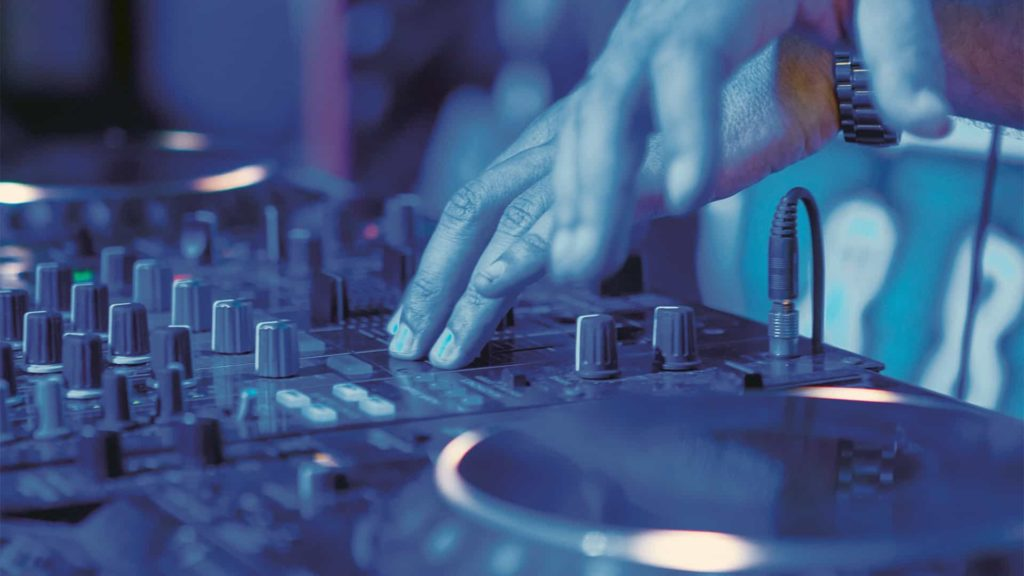 DJ sur matériel Pioneer DJ