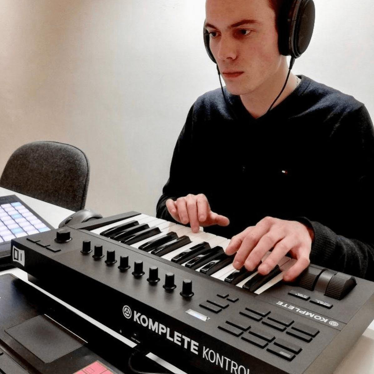 Clavier Komplete Kontrol A25 chez DJ NETWORK