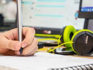 casque et logiciel de production musicale