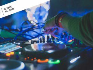 DJ qui mixe sur Pioneer DJ